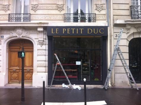Habillage de façade pour le Petit Duc à Paris