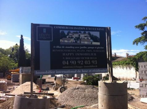 Panneau de chantier pour l'agence Happy Immobilier à Saint-Rémy de Provence