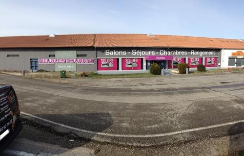 Habillage de façade pour les Meubles Pourrat à Miramas